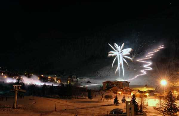 Party in Val d'Isère - Fireworks and  Torchlight Downhill